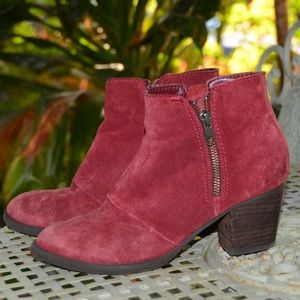 American Eagle   Suede Zippered Boots
